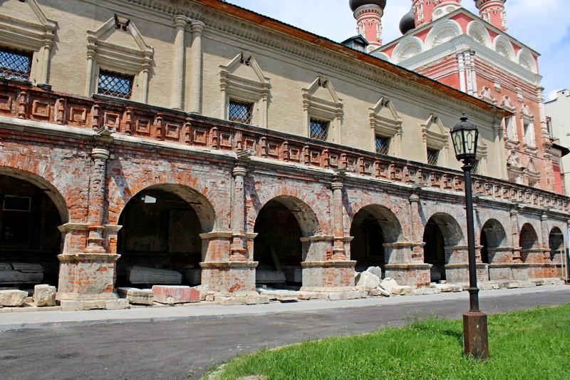 Галерея-паперть Сергиевской церкви.