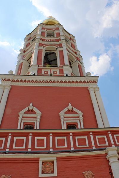 Надвратный храм Покрова Пресвятой Богородицы. 1690-1694.