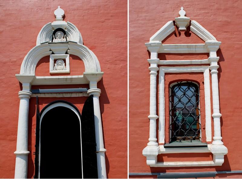 Декор надвратного храма Покрова Пресвятой Богородицы: южный портал и оконный наличник с разорванным фронтоном.