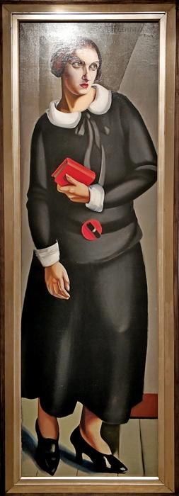 Тамара Лемпицкая. Женщина в черном платье. 1923. Холст, масло. Собрание А.Чистякова.
