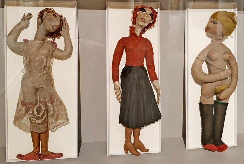 Мария Васильева. Куклы: Танцовщица. Студентка. Обнаженная. 1920-е. Ткань, кожа, шелк. Музей Монпарнаса, Париж.