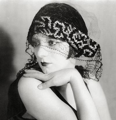 Ман Рэй (1890-1976). Кики с вуалью. 1926. Серебряный отпечаток. Международная ассоциация Ман Рэй, Париж.