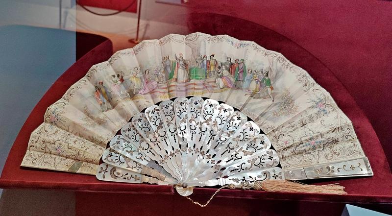 Веер-плие «Приём у венецианского дожа». 1850–1860-е. Италия. Музей-усадьба «Останкино».
