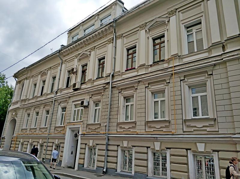 Староконюшенный пер, 33 – Доходный дом. 1900-1901. Арх. Е.И.Опуховский.