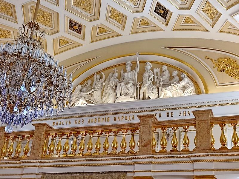 Лепной барельеф на тему «Триумф Екатерины». Скульпторы Ринат Сайфутдинов и Владимир Агейченко.