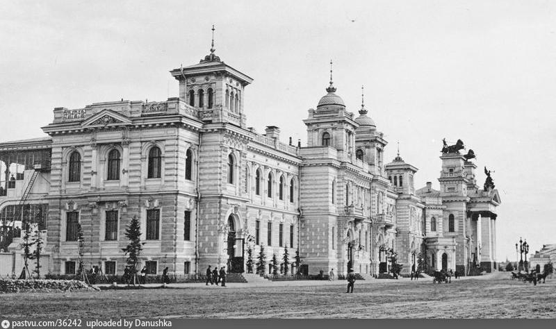 Главное здание Московского ипподрома. Арх. И. Т. Барютин и С. Ф. Кулагин. 1898-1899. Фото 1909.