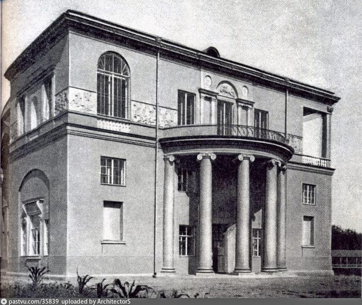 Боковой фасад дома Скакового общества. Фото 1905.