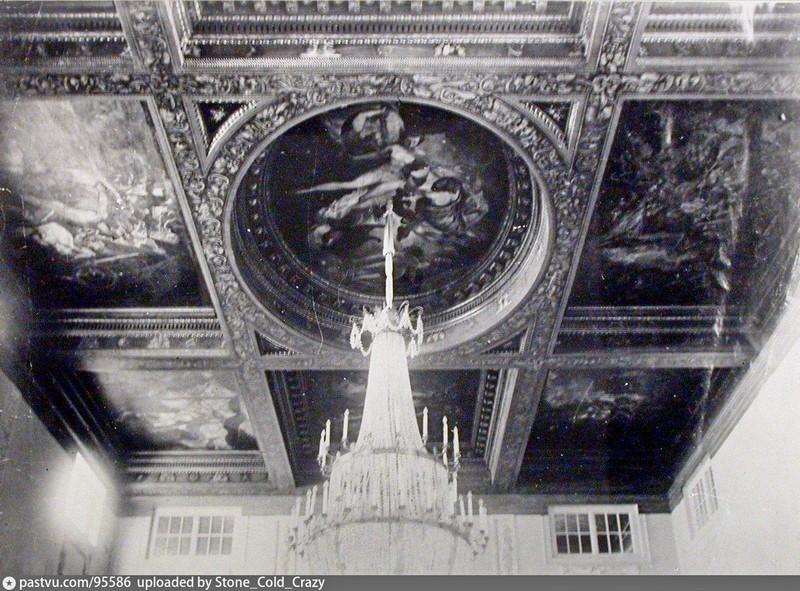 Главный зал Скакового общества. Потолок. Фото 1912-1915.