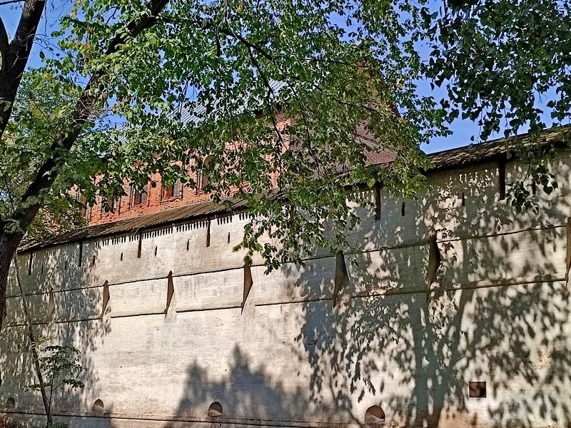 Прясло стен Симонова монастыря между башнями «Дуло» и «Кузнечной». Фото 2021.