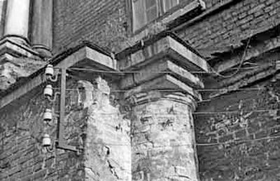 Верх столба галереи, сохранившегося на западном фасаде. Фото 1950-е.