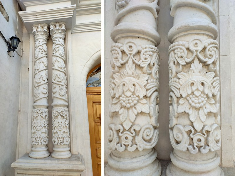 Белокаменные колонны портала главного входа.