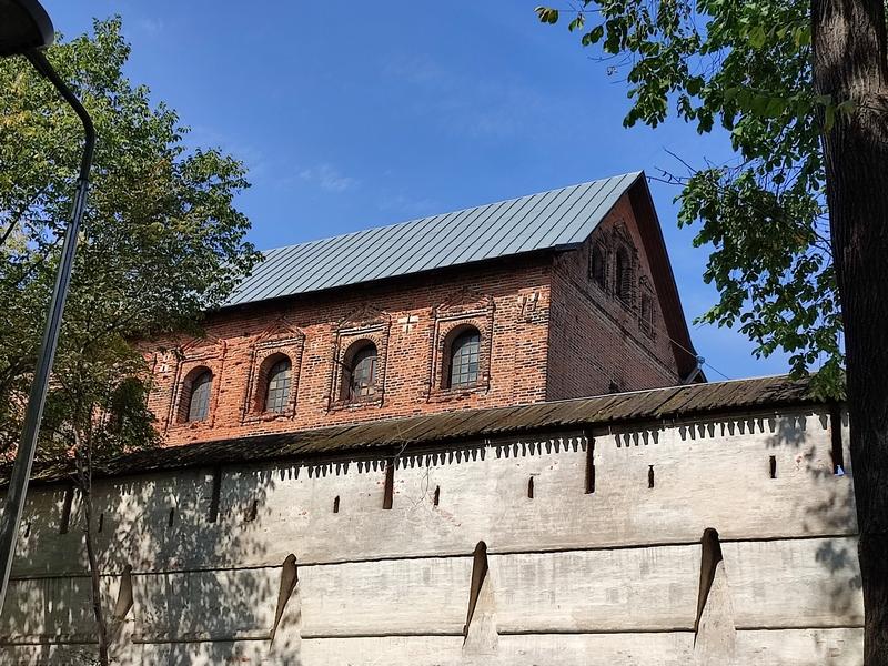 Сушило. Вид из-за стены монастыря. 1677-1680. Арх. П.Петров. Фото 2021.