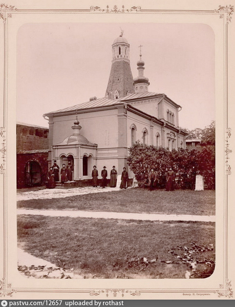 Симонов монастырь. Больничные кельи с церковью Александра Свирского. 1684-1685. Фото 1893.