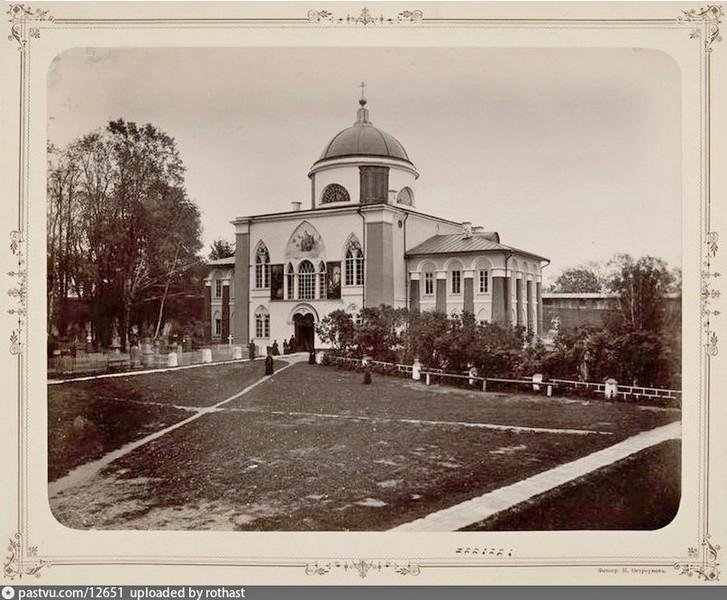 Восточные ворота с церковью Николая Чудотворца. 1677, перестройка 1834-1836. Фото 1893.