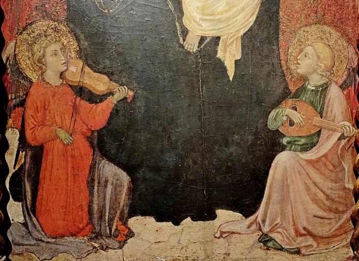 Мадонна с младенцем на троне и музицирующими ангелами. Фрагмент.