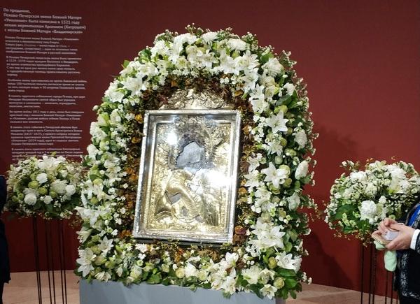 """Псково-Печерская икона """"Умиление"""" была написана в 1521 году иеромонахом Арсением (Хитрошем) с иконы Божьей Матери «Владимирская»."""