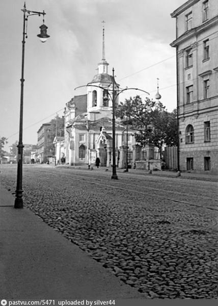 Церковь Успения Богородицы. Теперь на этом месте Тургеневский сквер. Фото 1914 года.