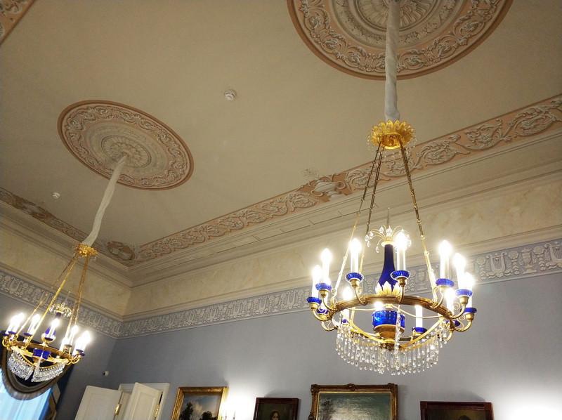 Большой зал парадной анфилады. Альфрейная роспись потолка, воссозданная по аналогам первой половины XIX века.