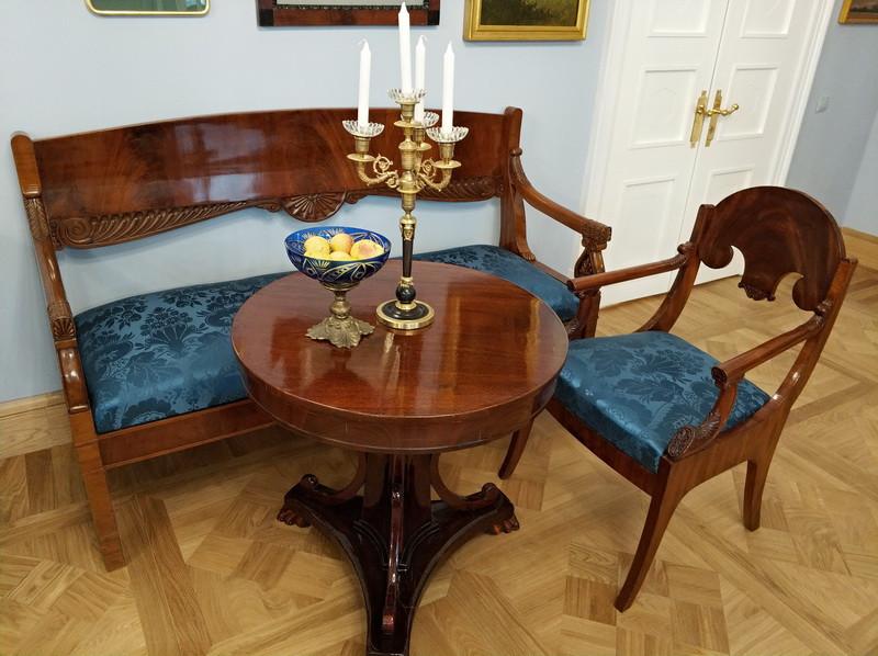 Большой зал парадной анфилады. Мебель и интерьерные решения – подлинные вещи первой половины XIX века.