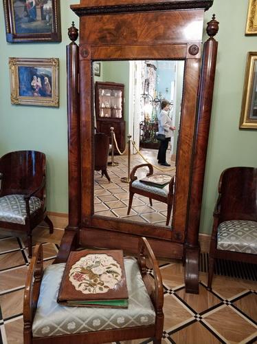Спальня и кабинет В.П. Тургеневой.