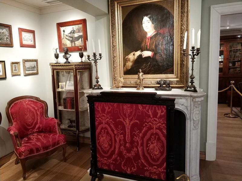 Тургеневские комнаты на антресолях. Портрет Полины Виардо работы Е.Плюшара, около 1853 года.