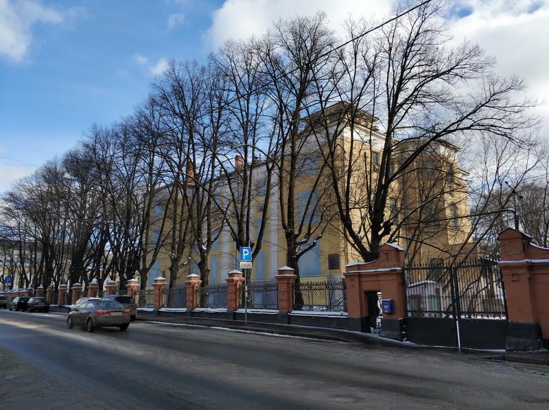 А так выглядит здание Физико-химического института в 2019 г. Здание на реставрации.