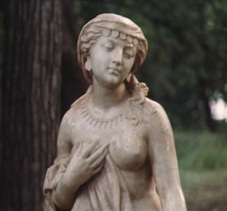 Статуя «Прасковья Тулупова». Кадр из фильма «Формула любви».