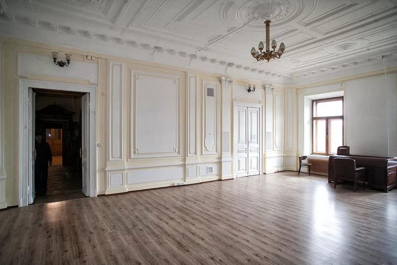 Белый бальный зал или гостиная. Фото не мое – без музейной экспозиции.