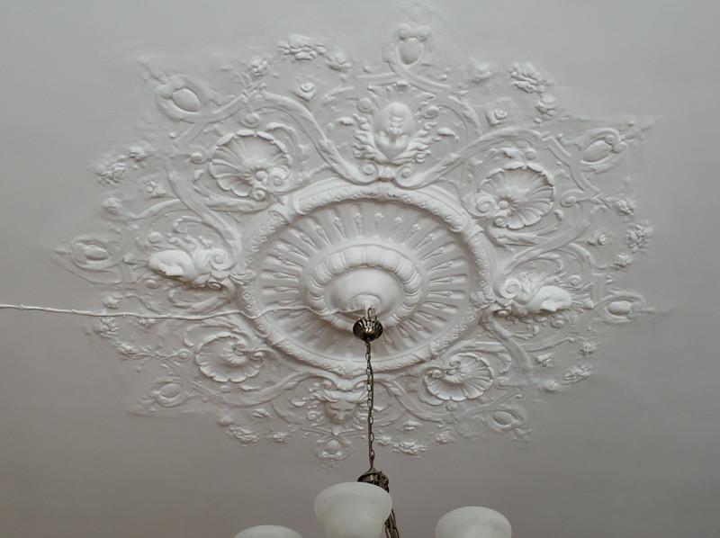 Декор потолка – предвестник стиля модерн.