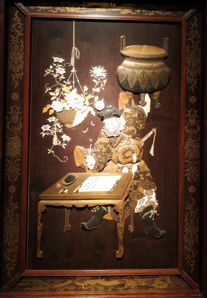 У Цзысюй (Госисё). Дерево, резьба, металл, слоновая кость, перламутр, золото, лаки, коралл, живопись.