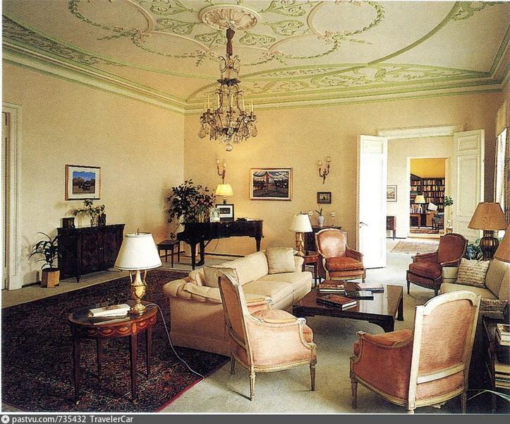 Гостиная в особняке Н.И.Казакова. Фото 1997 года.