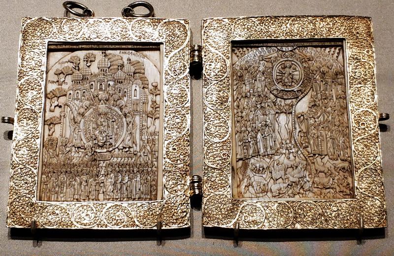 Икона-складень «О тебе радуется. Хвалите Господа с небес». Москва, 16 в. Кость, серебро, резьба, скань, золочение.