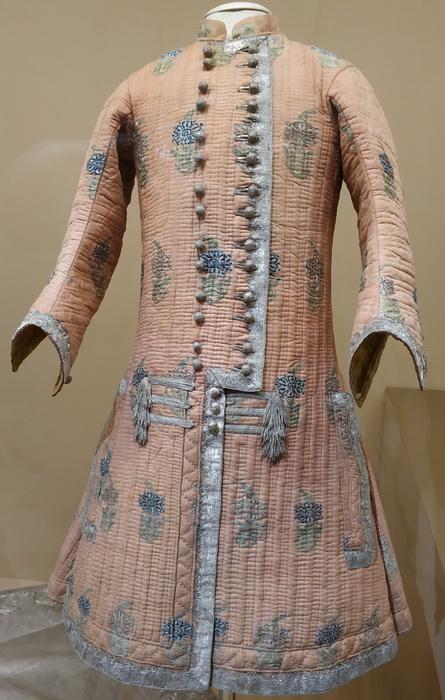Бешмет императора Петра II. Иран (?), 1727-1730. Шелк, серебряная тесьма, шнур и нити, холст, тафта.