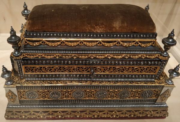 Шкатулка. Россия, Тула. Около 1801. Сталь, бронза, бархат.