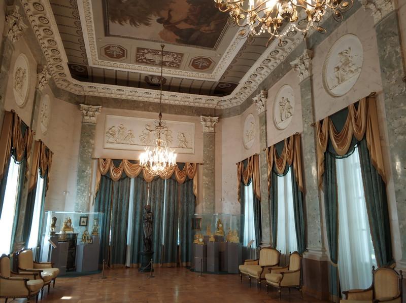 Мраморный зал дворца Дурасова.