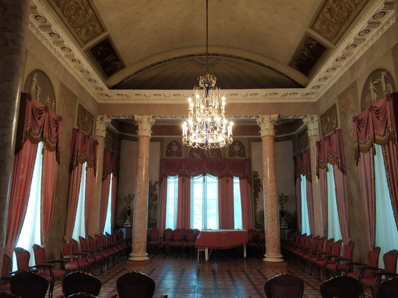 Колонный зал дворца Дурасова.