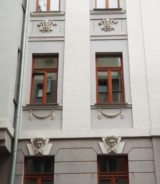 Декор фасада.