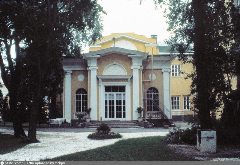 Особняк Н. И. Второва. Пристроенный зал для приемов и танцев. Фото 1982 года.