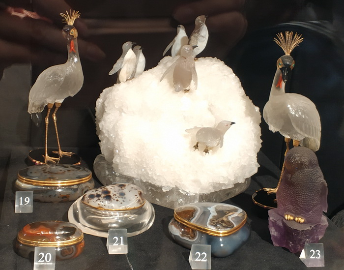Пингвины на льдине. Бразилия. ХХ в. Peter Muller. Агат, кварц, горный хрусталь; резьба, полировка.
