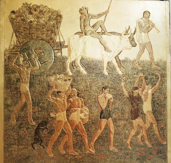 Жан Дюнан. Сбор винограда. Авторская копия панно для сигарного салона лайнера «Нормандия». Около 1935. Гипс, резьба, лак, золочение.
