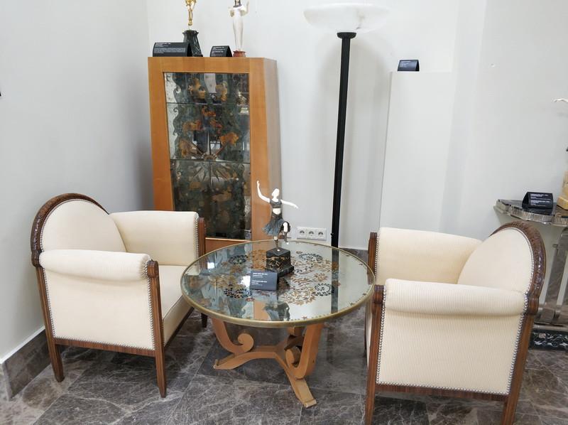 Жюль Лелё. Кофейный столик. — Пьер Ларден. Сервант. Франция. 1940-е.
