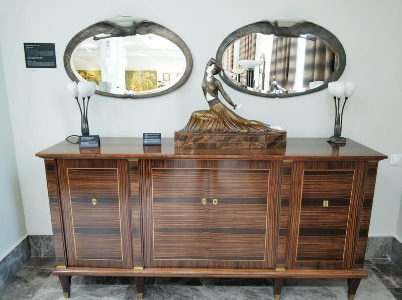 Альбер Шёре. Зеркало «Аист» (около 1925) и лампы-тюльпаны (пара).