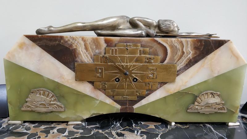 Георгий Лавров. Часы с женской фигурой. Бронза, оникс.