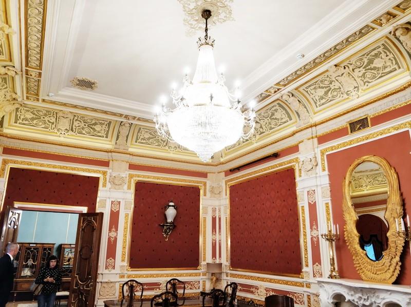 Усадьба Васильчиковой. Красный зал.