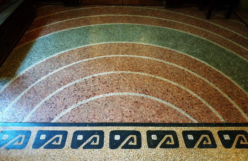 Мозаика пола – концентрические круги.