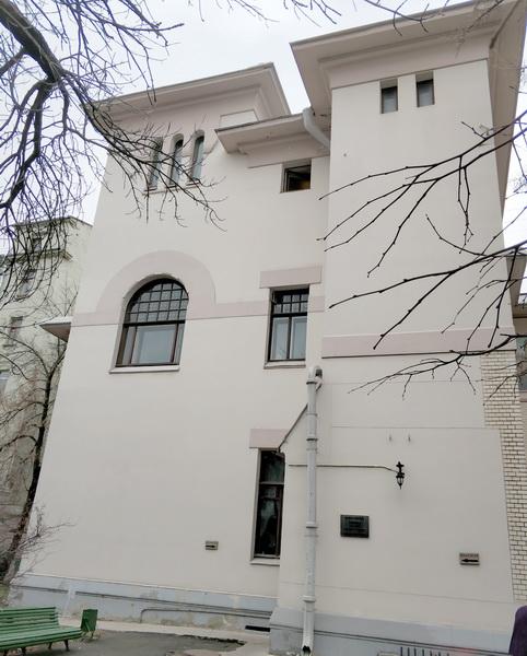 Трехчастное окно третьего этажа – потаенная домовая старообрядческая часовня Рябушинских.