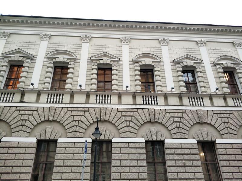 Особняк Тарасова. Фасад со стороны улицы Спиридоновка. Надпись на главном фасаде по-латыни «GABRIELS TARASSOF FECIT ANNO DOMINI  M…».