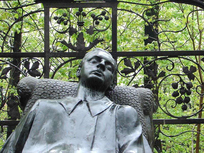 Н.А. Андреев. Надгробие Н.Л. Тарасова. Фото с сайта: Похоронный портал.