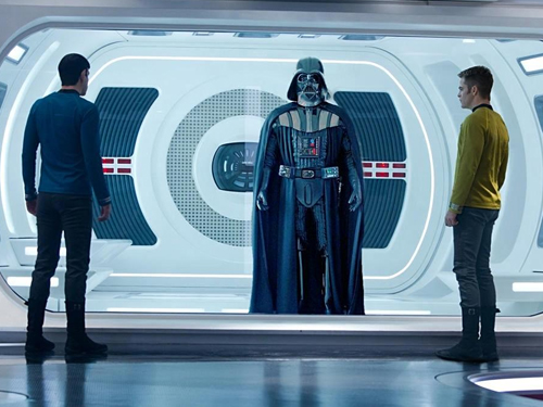 header-the-ultimate-star-wars-vs-star-trek-infographic-1