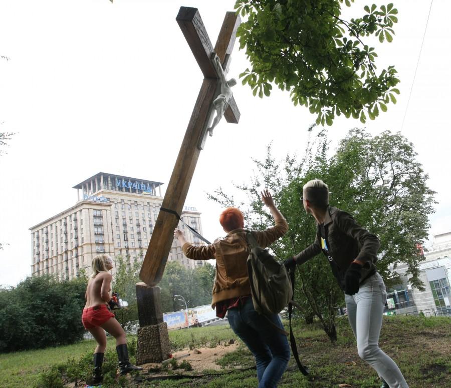 Поваленный крест